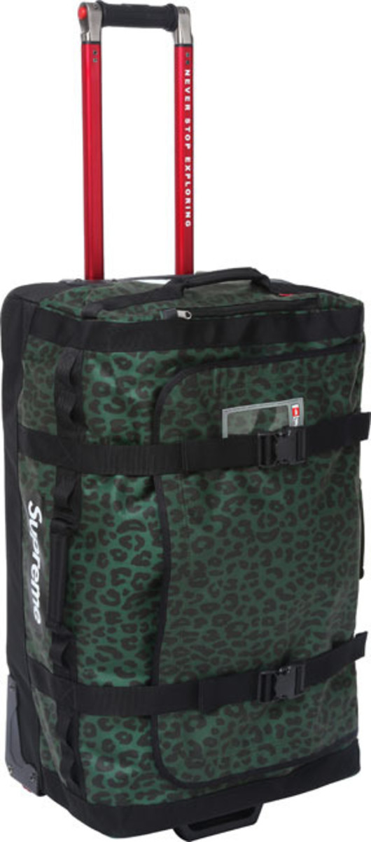 supreme-the-north-face-rolling-thunder-bag-04