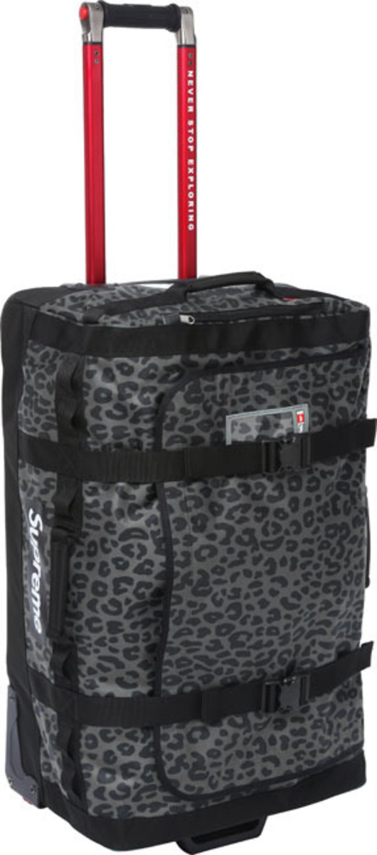 supreme-the-north-face-rolling-thunder-bag-03
