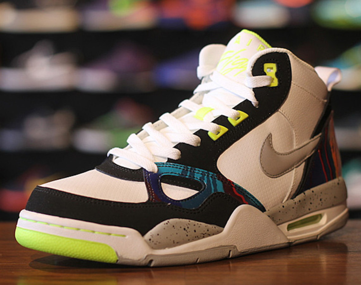 nike-flight-13-mid-air-tech-challenge-579961-104-02