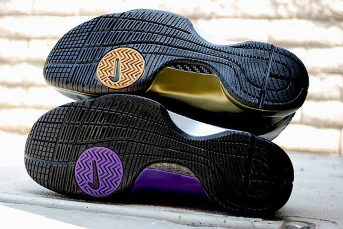 http-_sneakernewscom_2009_08_19_nike-hyperdunk-eggplant-metallic-gold-available-3