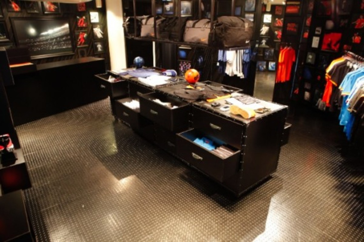 nike-football-pop-up-store-tokyo-04