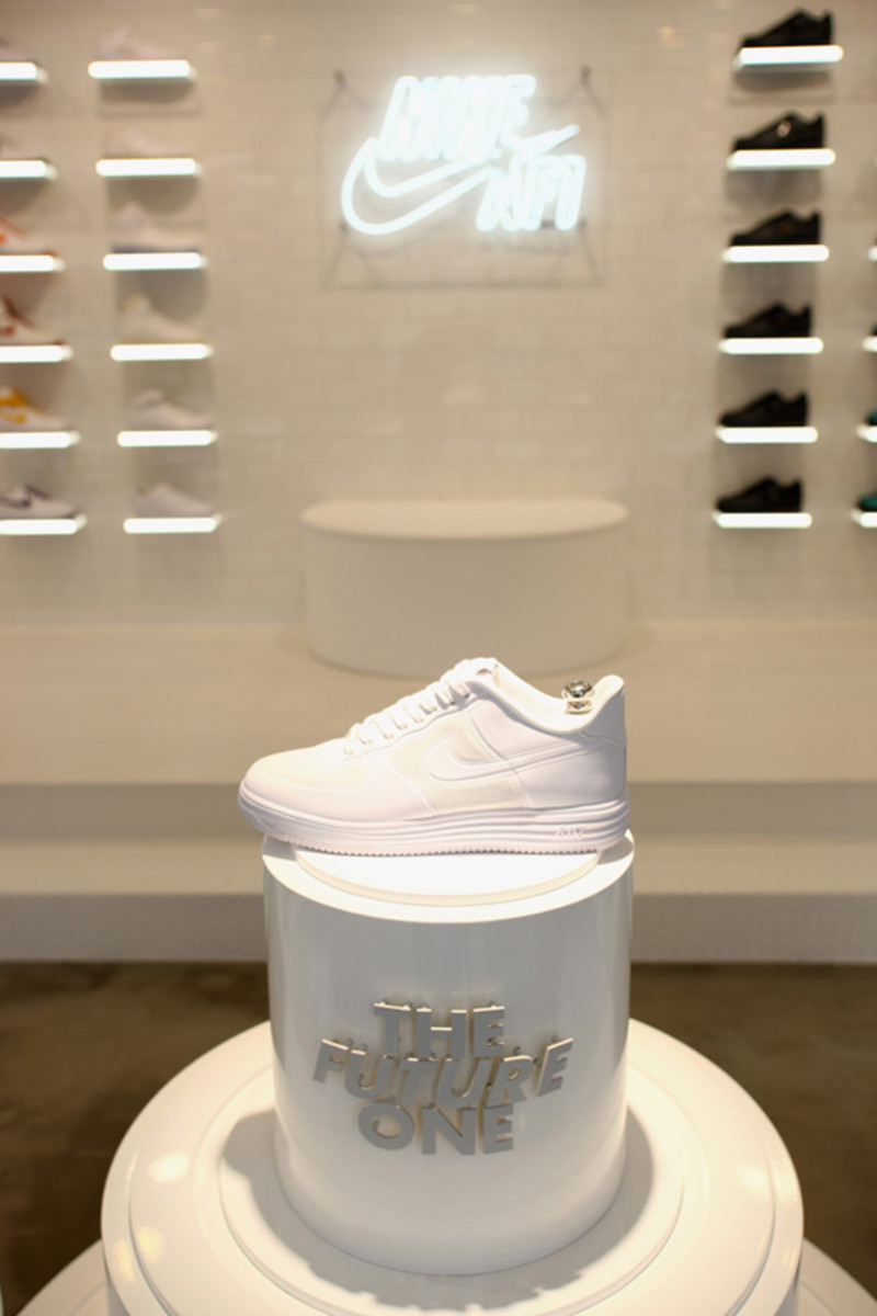 nike-air-force -1- xxx-anniversary- the-pivot-point-pop-up-shop-tokyo-10