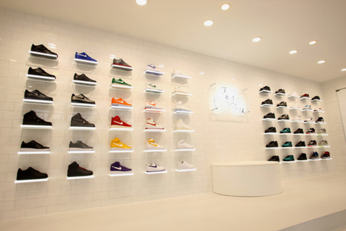 nike-air-force -1- xxx-anniversary- the-pivot-point-pop-up-shop-tokyo-06