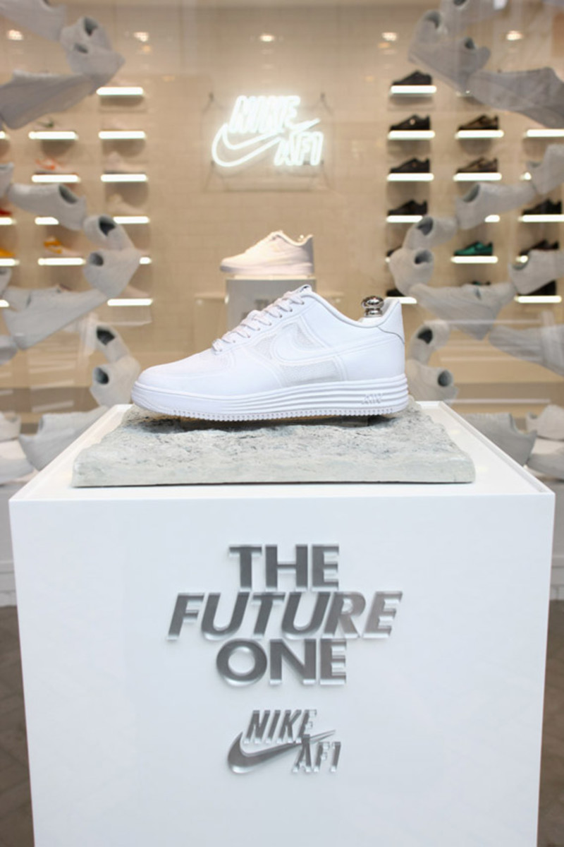 nike-air-force -1- xxx-anniversary- the-pivot-point-pop-up-shop-tokyo-03