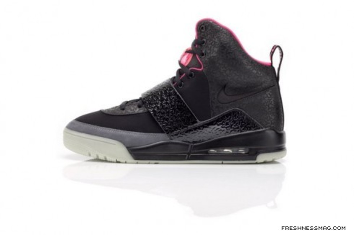air_yeezy_black_profile.jpg