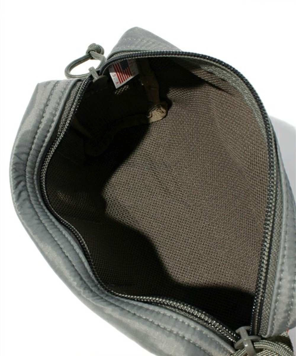 briefing-mobile-pouch-04