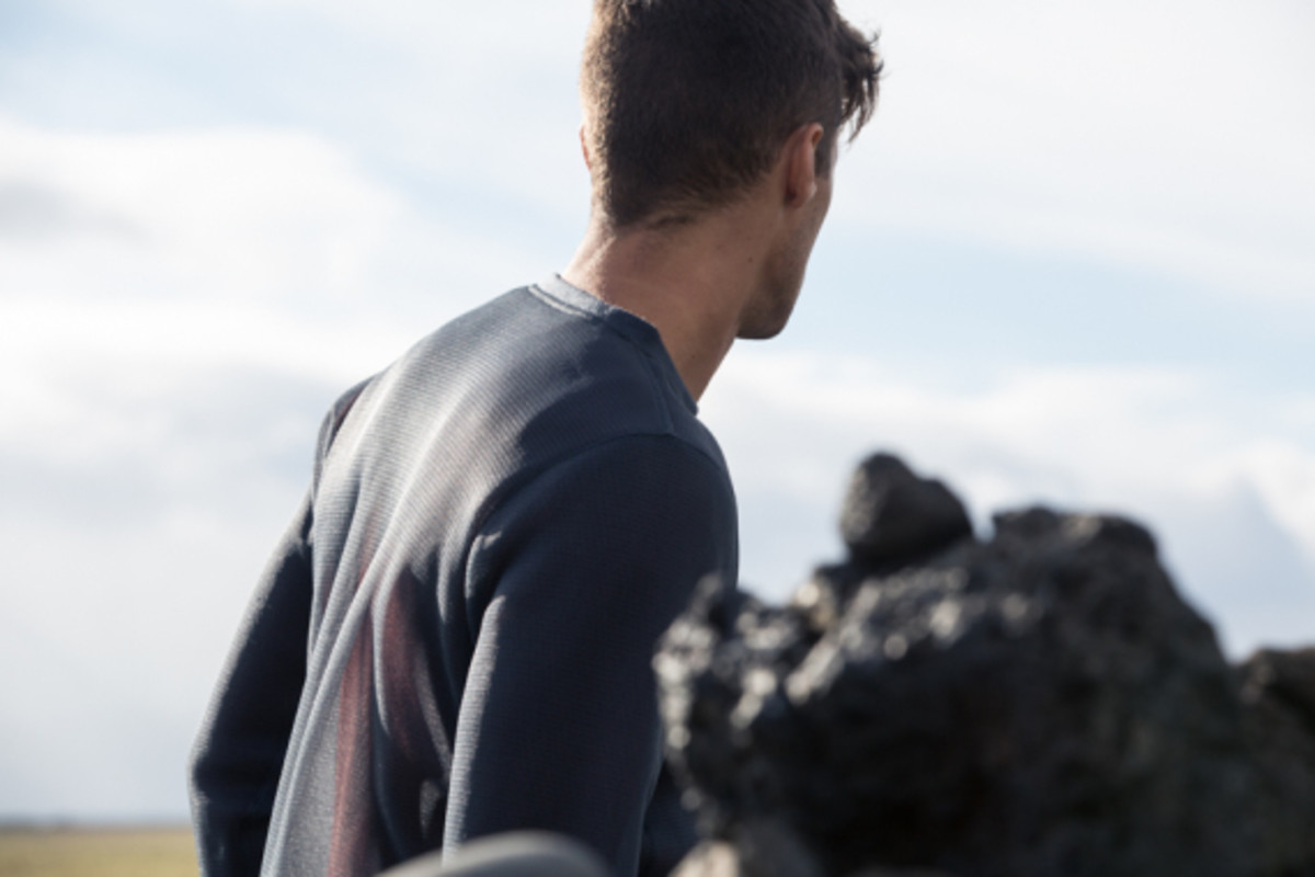 outlier-airspace-pullover-03