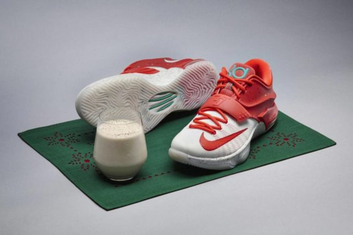 nike-kd-7-egg-nog-christmas-collection-03