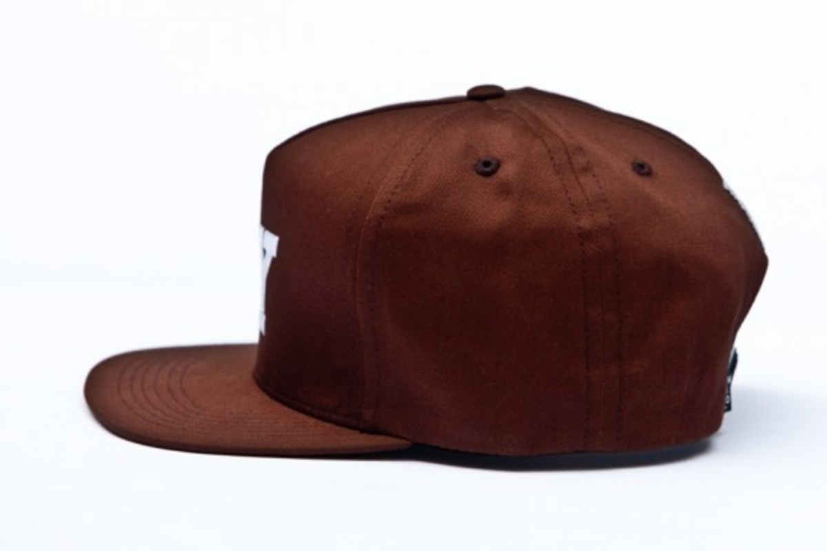 chari-and-co-solid-ny-logo-snap-back-cap-08
