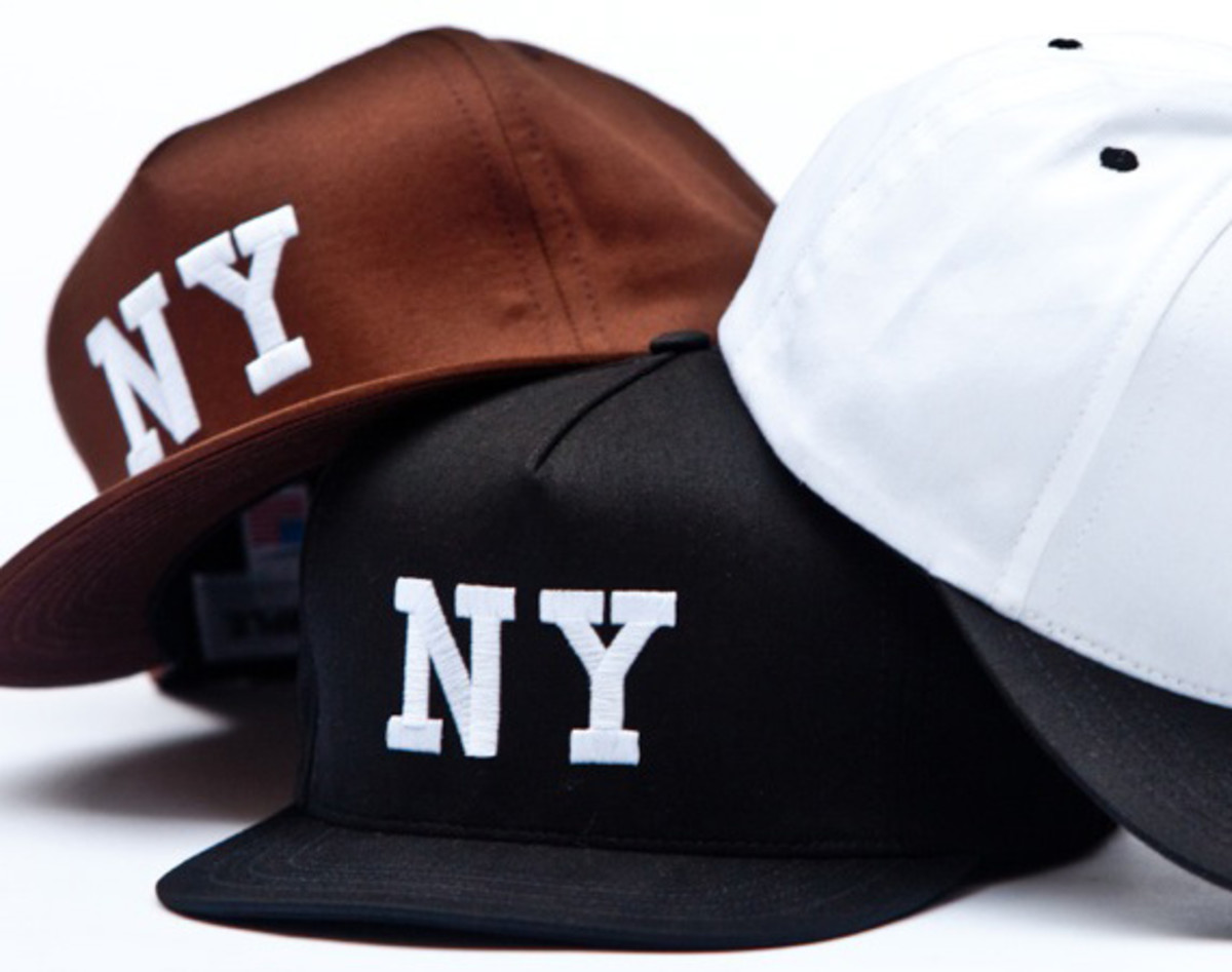 chari-and-co-solid-ny-logo-snap-back-cap-00