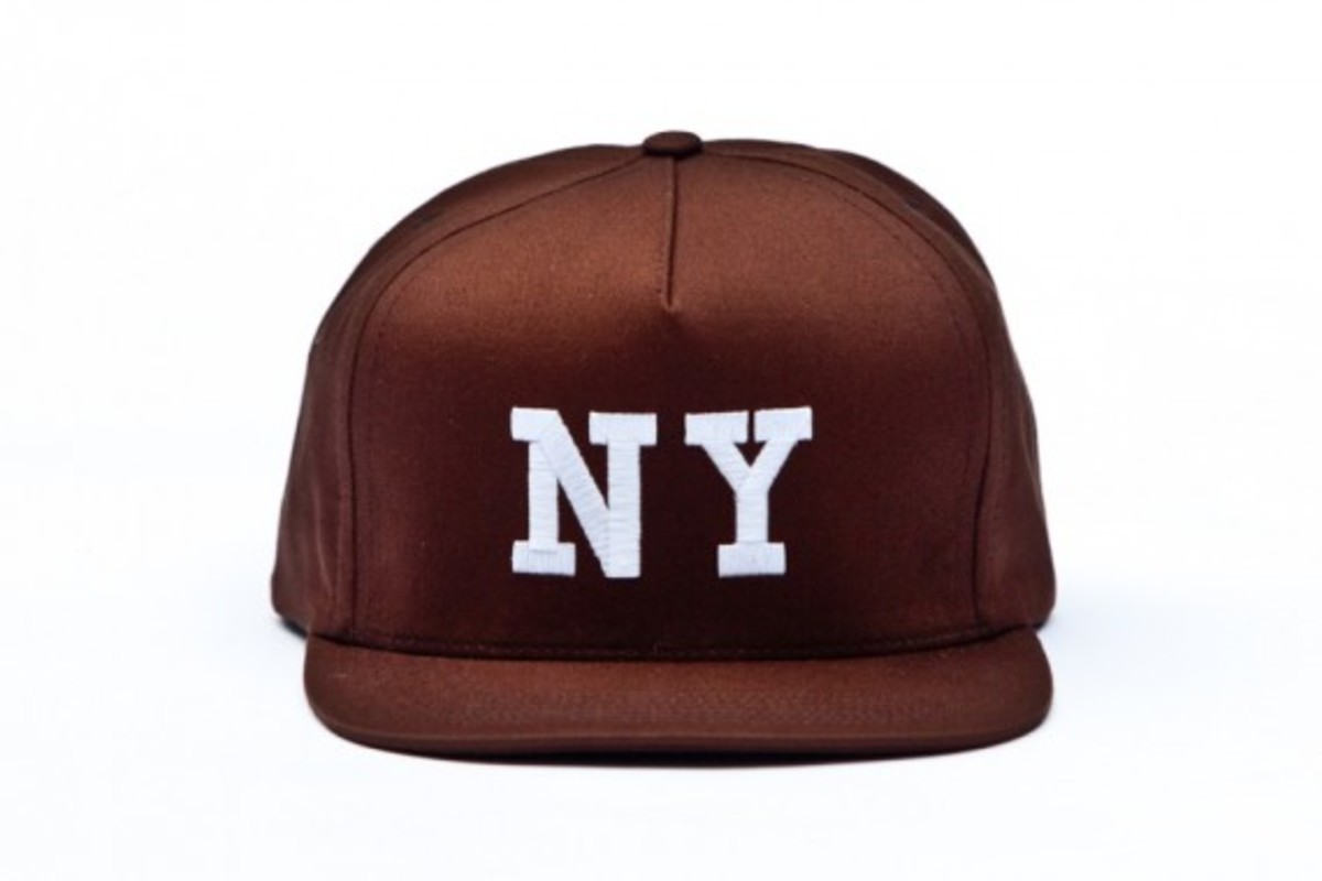 chari-and-co-solid-ny-logo-snap-back-cap-07