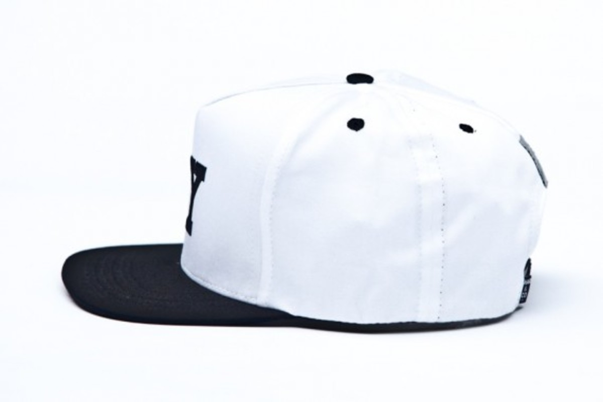 chari-and-co-solid-ny-logo-snap-back-cap-06