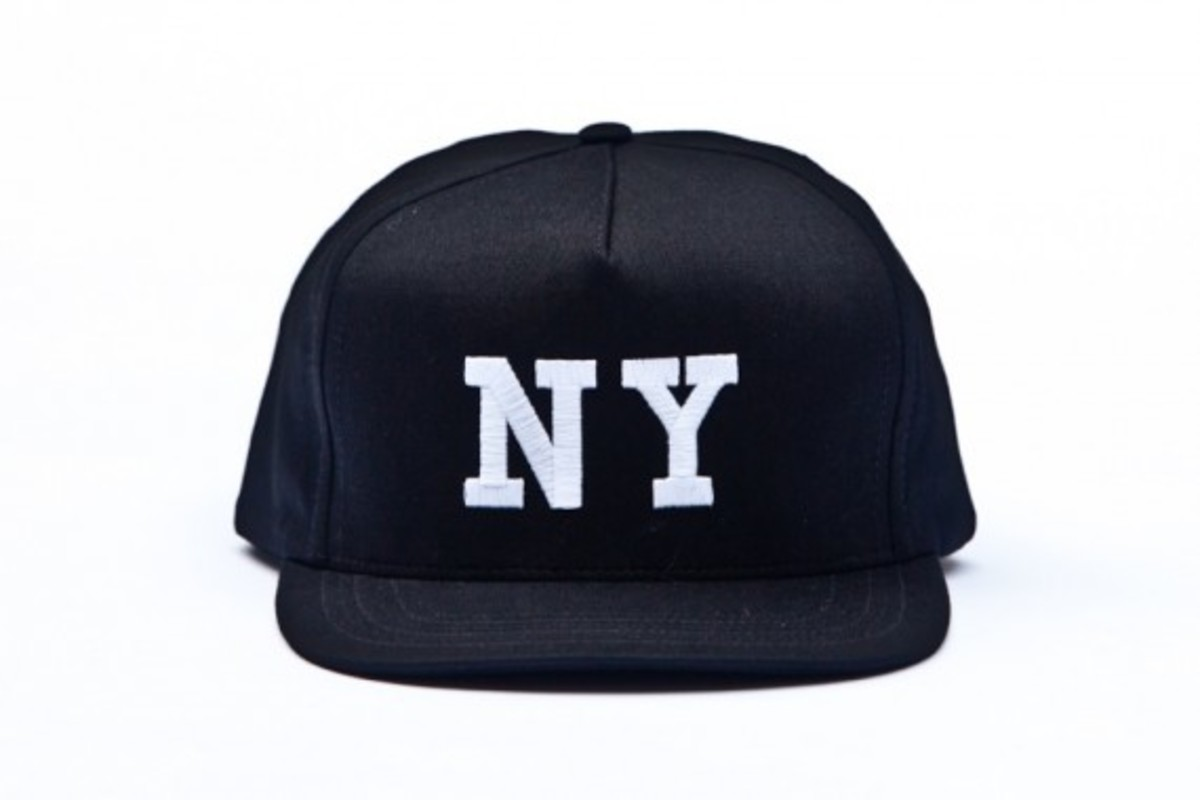 chari-and-co-solid-ny-logo-snap-back-cap-03