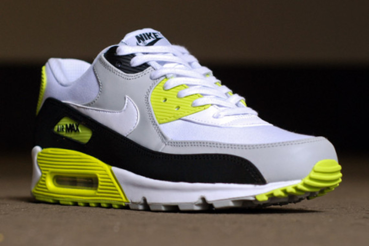 nike-air-max-90-strata-grey-cyber-green-03