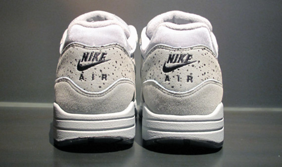 nike-air-max-1-try-on-3