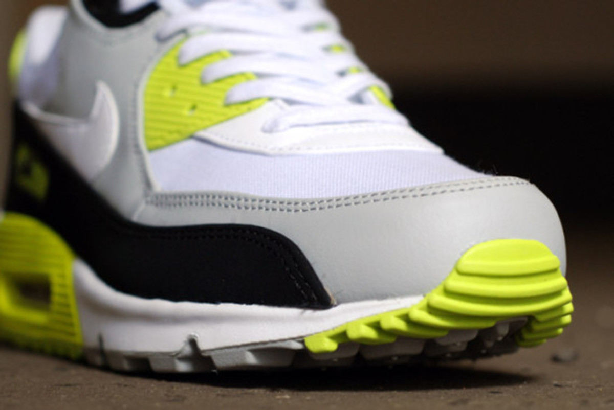 nike-air-max-90-strata-grey-cyber-green-05