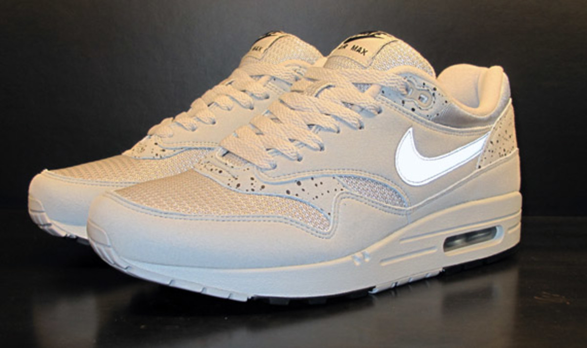 nike-air-max-1-try-on-7