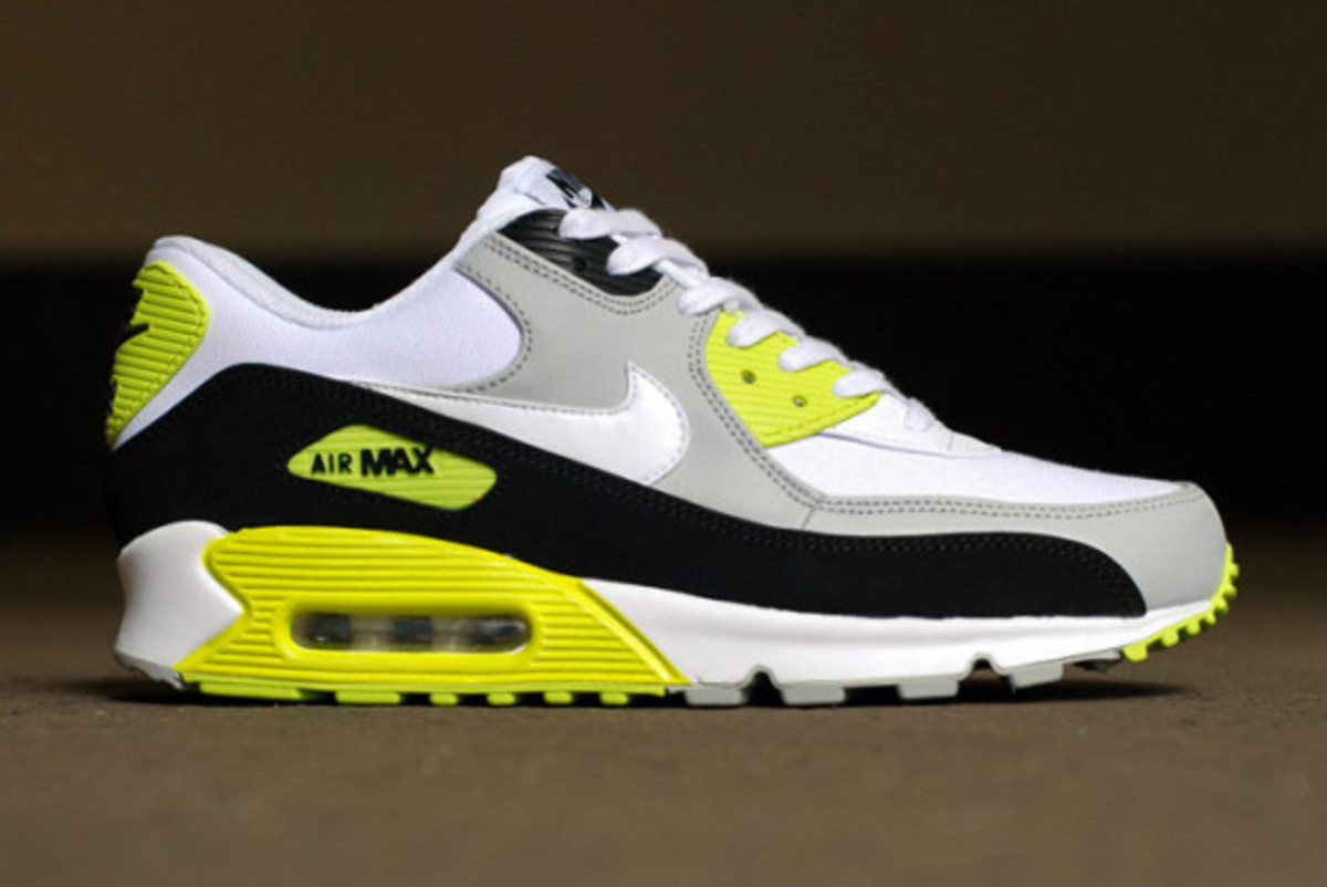nike-air-max-90-strata-grey-cyber-green-02