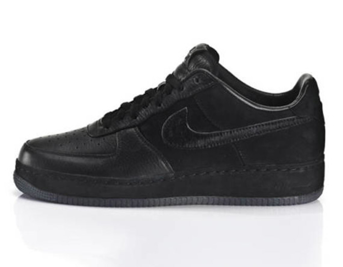 jay-z-nike-air-force-1-all-black-everything-china-02