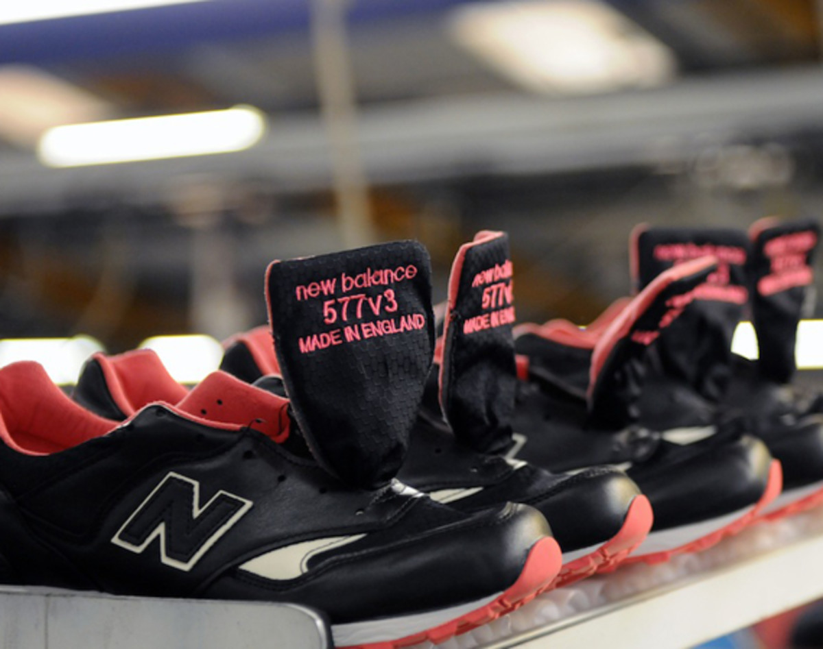 size-staple-design-new-balance-577-making-of-the-black-pigeon-01