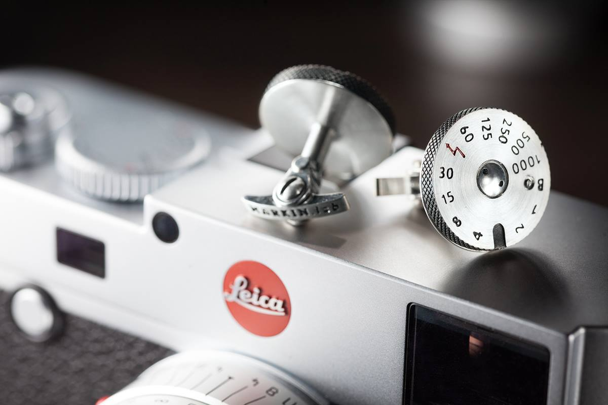 leica-pendant-and-cuff-links-01