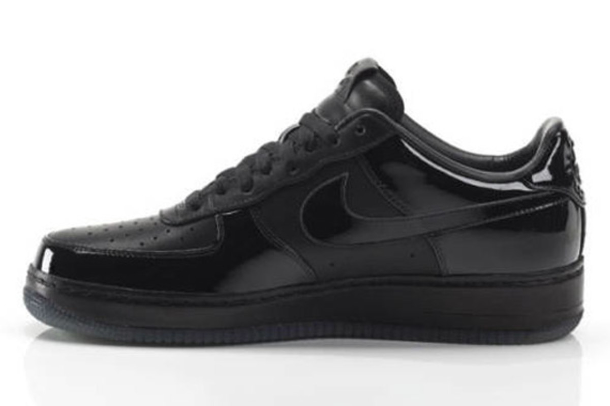 jay-z-nike-air-force-1-all-black-everything-brazil-03