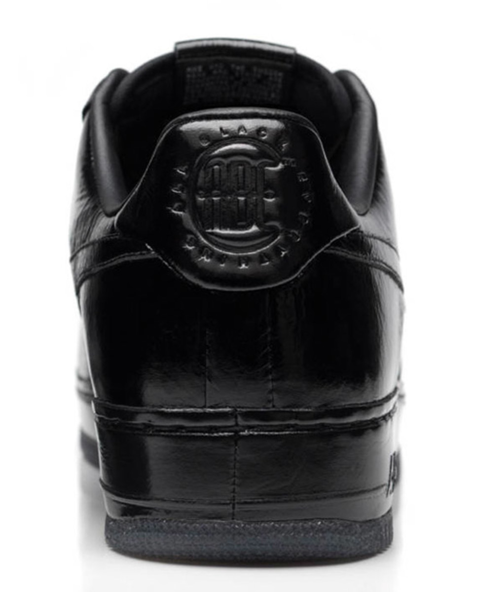 jay-z-nike-air-force-1-all-black-everything-france-08