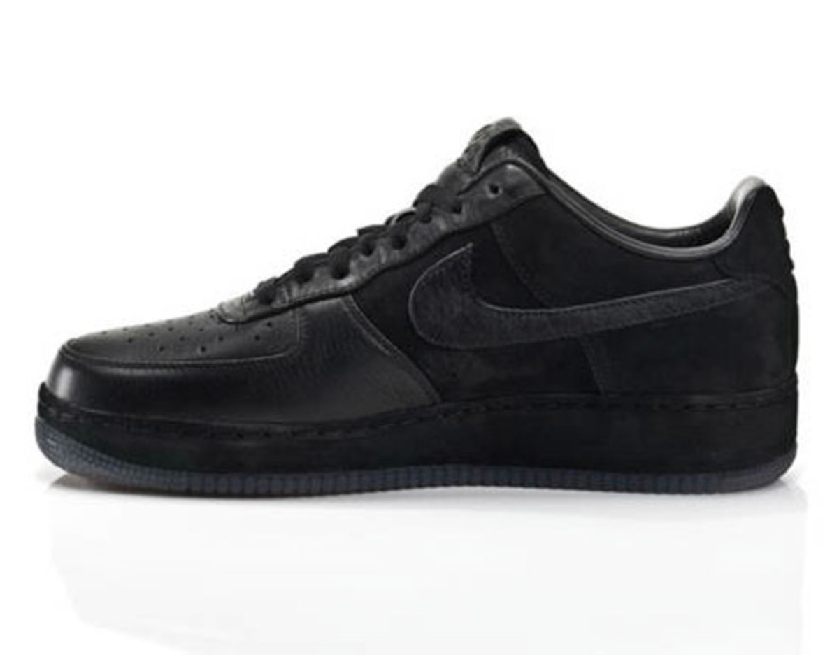 jay-z-nike-air-force-1-all-black-everything-china-03