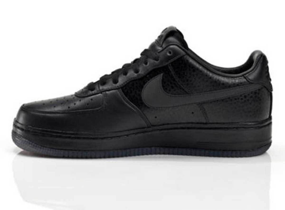 jay-z-nike-air-force-1-all-black-everything-usa-04