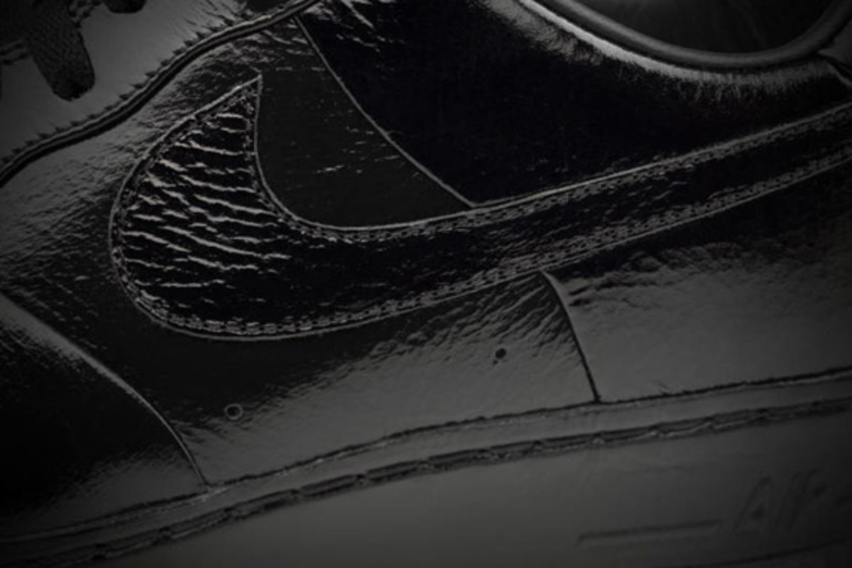 jay-z-nike-air-force-1-all-black-everything-france-09