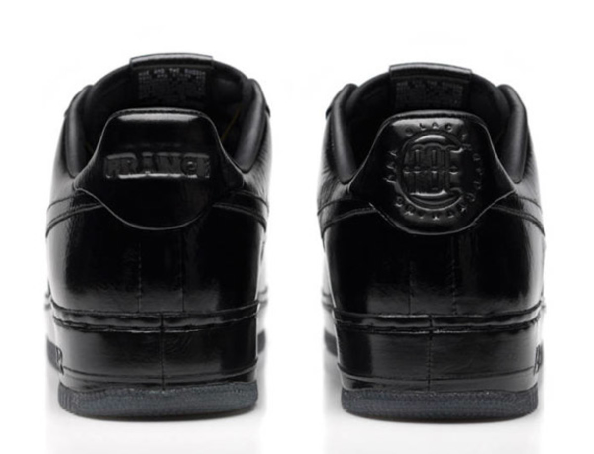 jay-z-nike-air-force-1-all-black-everything-france-04