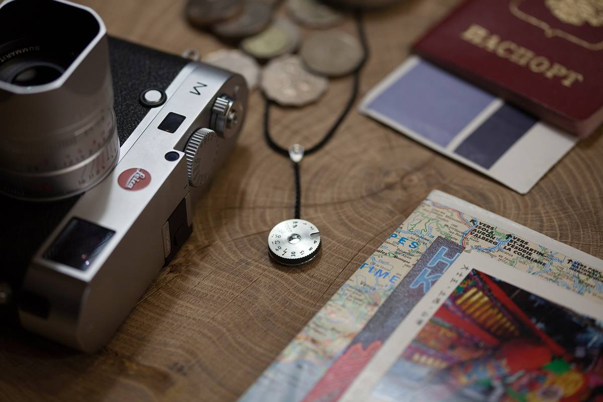 leica-pendant-and-cuff-links-04