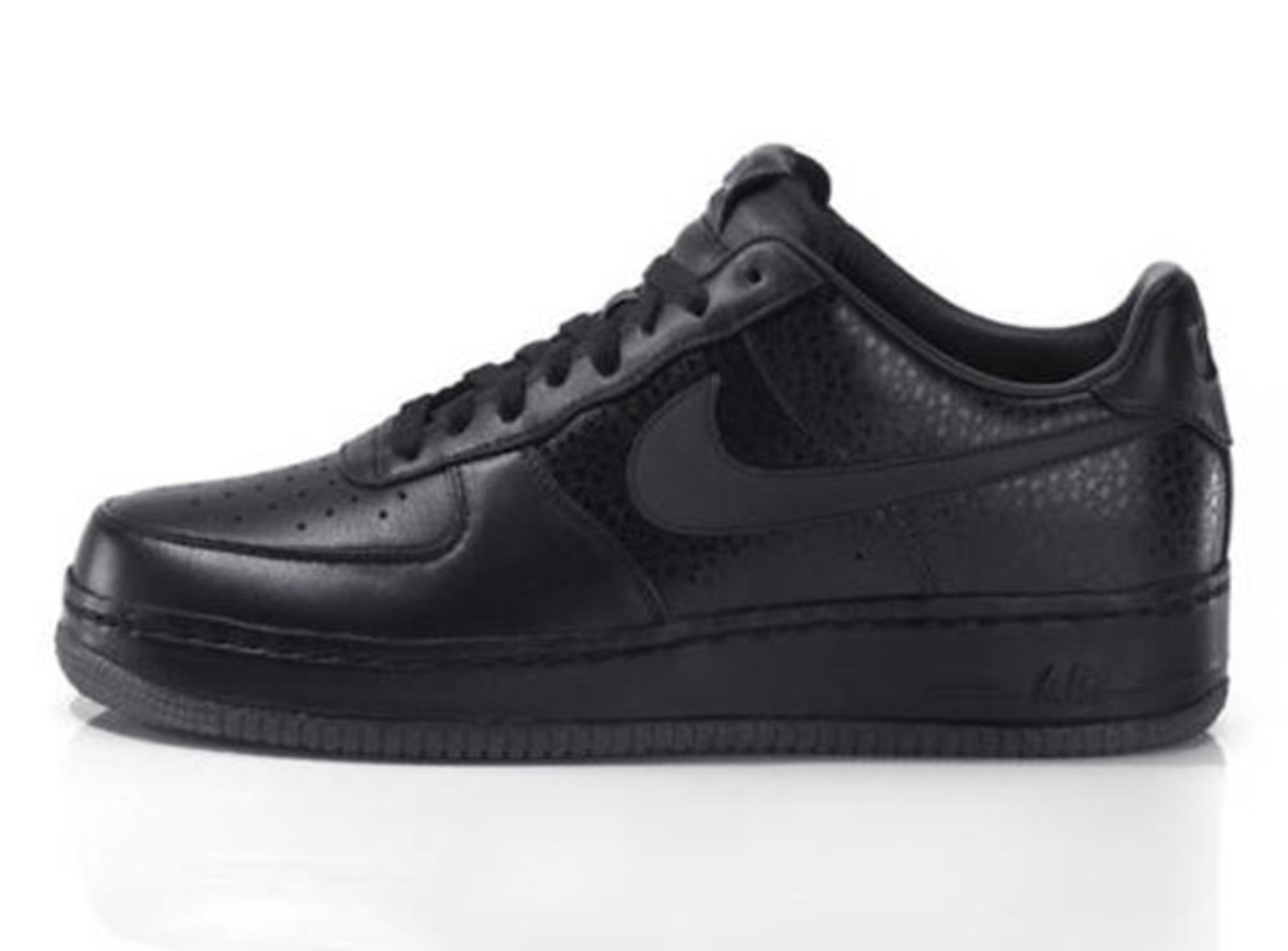 jay-z-nike-air-force-1-all-black-everything-usa-03