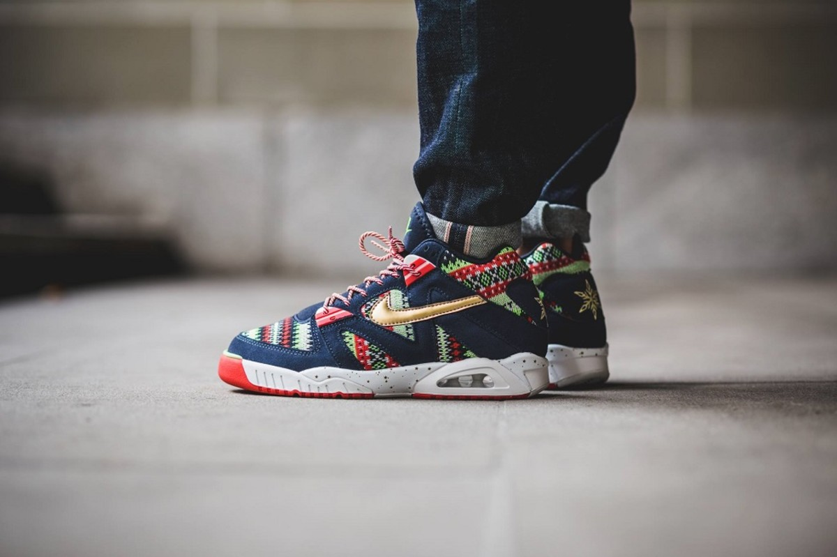 the-nike-air-tech-challenge-3-christmas-edition-goes-ugly-sweater-2