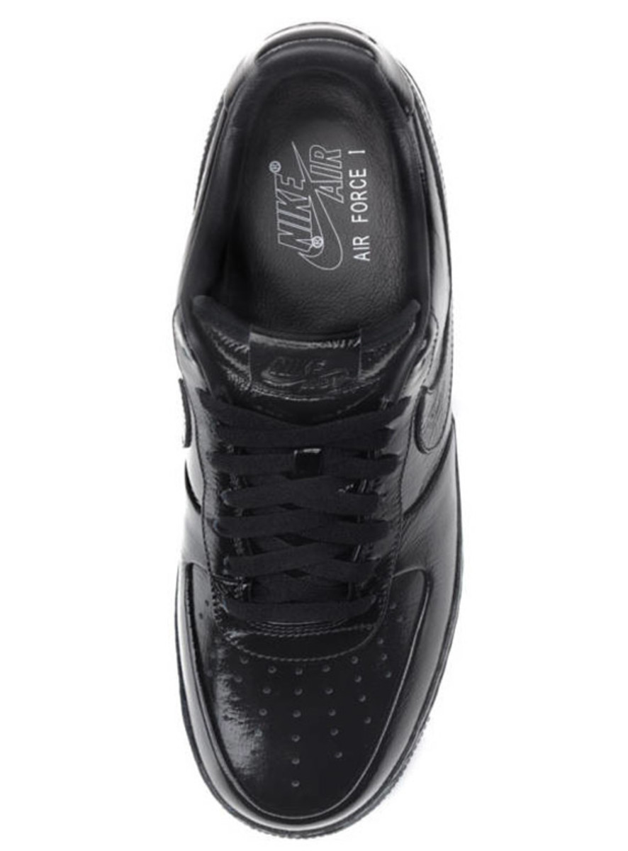 jay-z-nike-air-force-1-all-black-everything-france-05