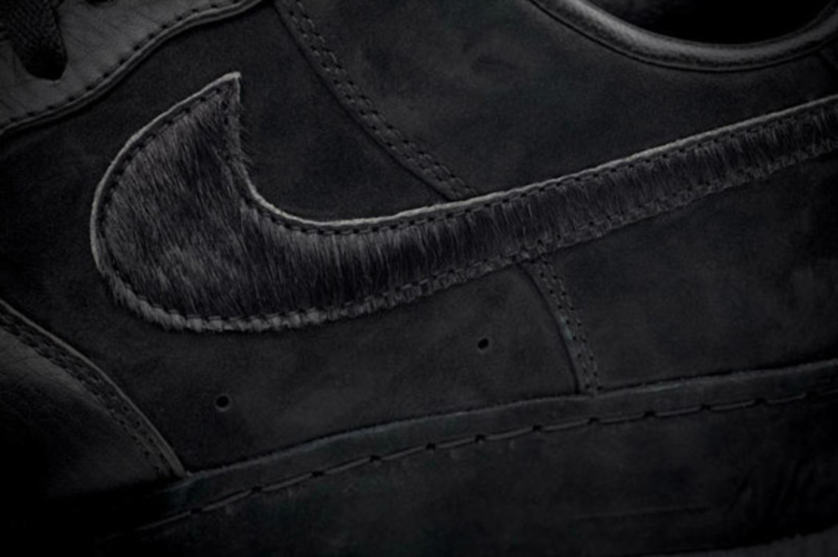 jay-z-nike-air-force-1-all-black-everything-china-09