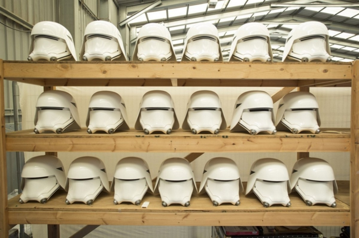 stormtrooper-dressing-room-star-wars-the-force-awakens-3