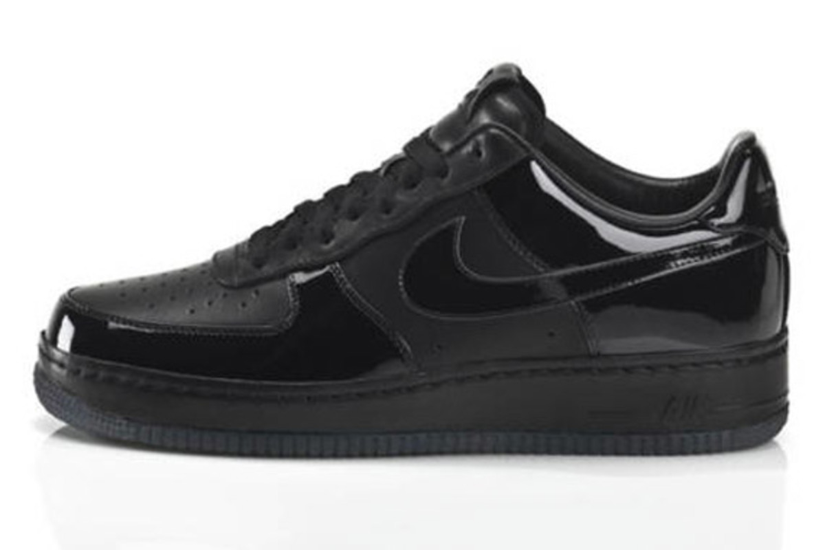 jay-z-nike-air-force-1-all-black-everything-brazil-02