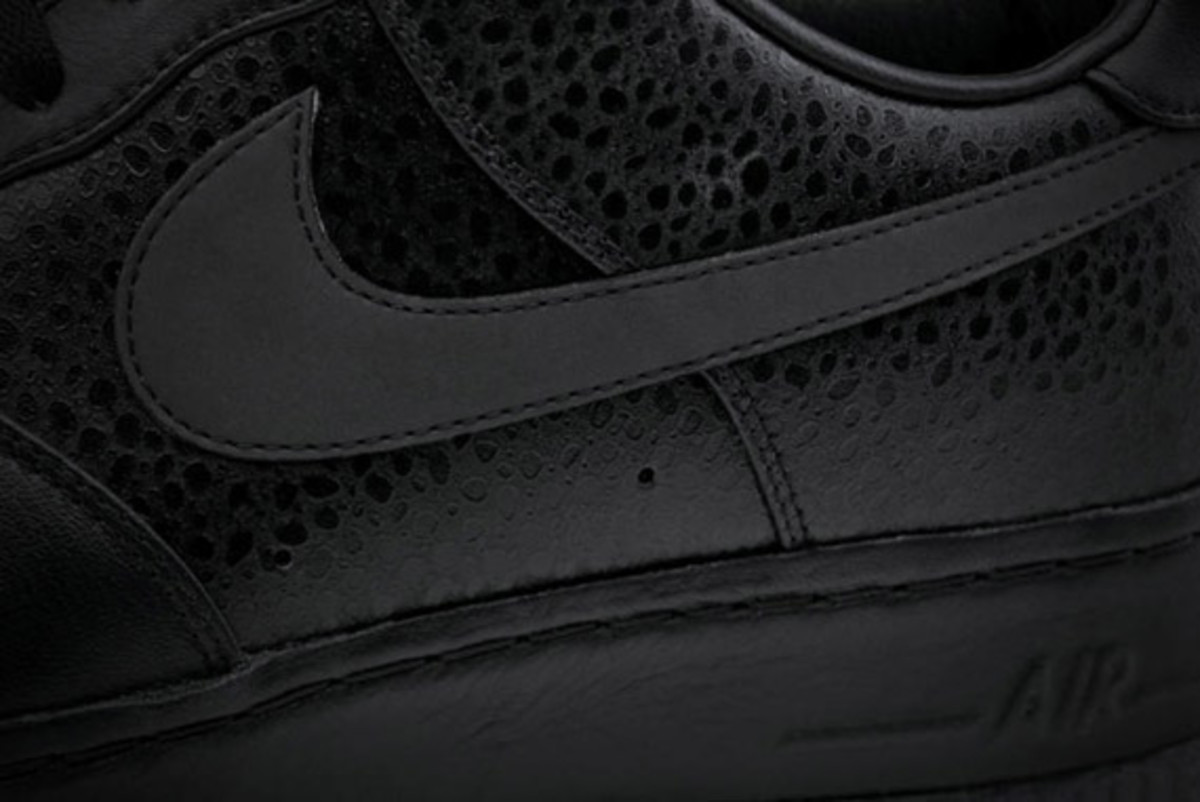 jay-z-nike-air-force-1-all-black-everything-usa-10