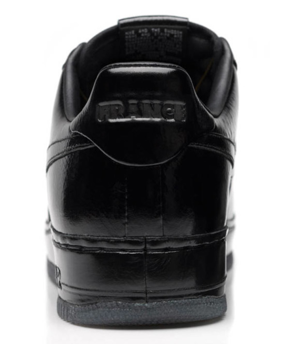 jay-z-nike-air-force-1-all-black-everything-france-07