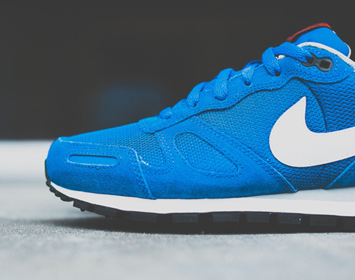 nike-air-waffle-trainer-military-blue-02