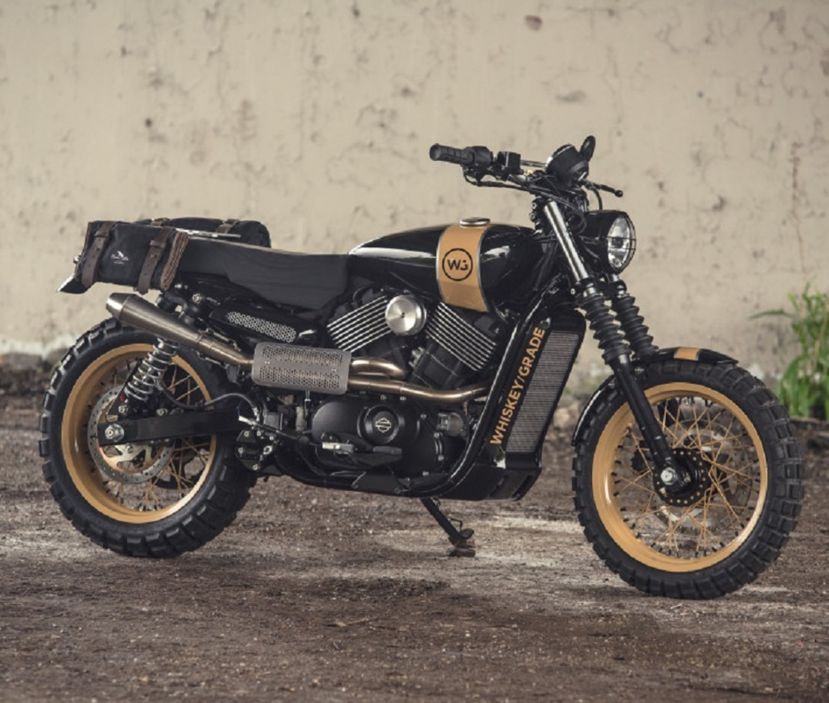 analog-motorcycles-pours-a-whiskey-grade-dirty750-harley-davidson-motorcycle-2