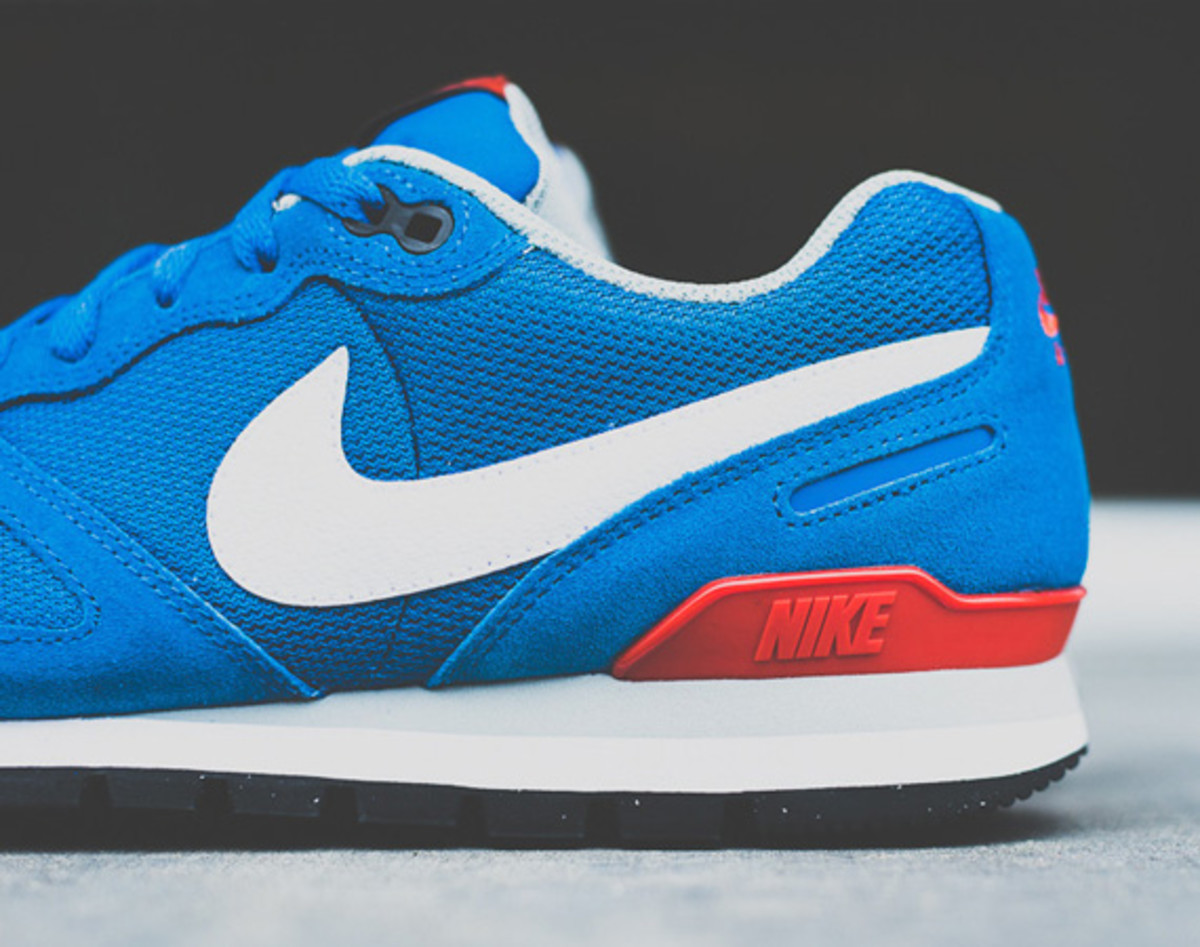 nike-air-waffle-trainer-military-blue-03