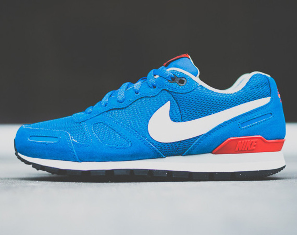 nike-air-waffle-trainer-military-blue-01