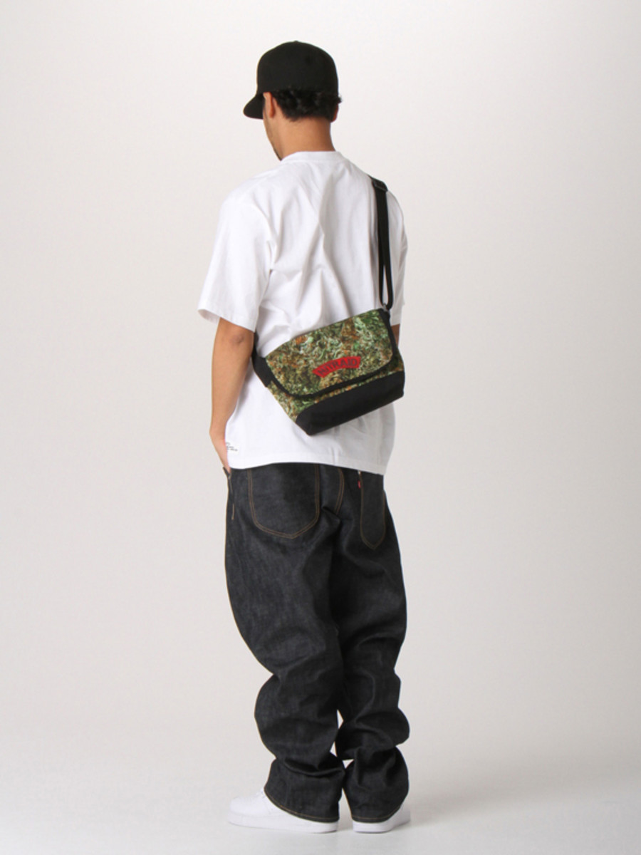 nitraid-dope-forest-ipad-shoulder-bag-05