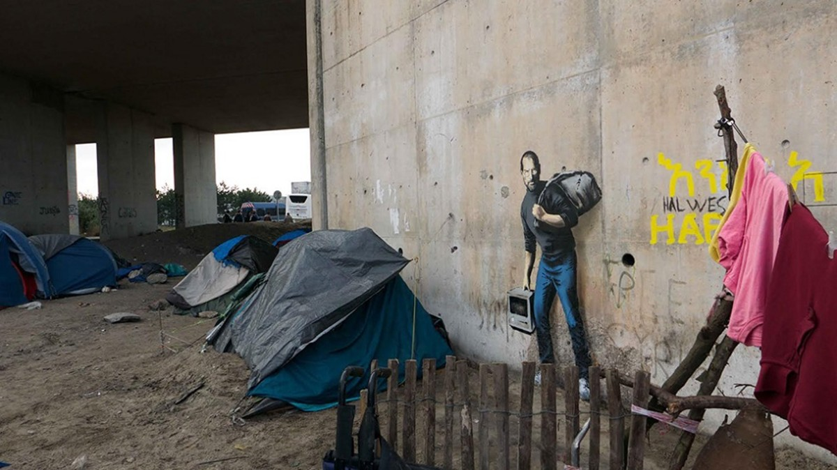 banksy-shows-steve-jobs-as-a-syrian-migrant-2