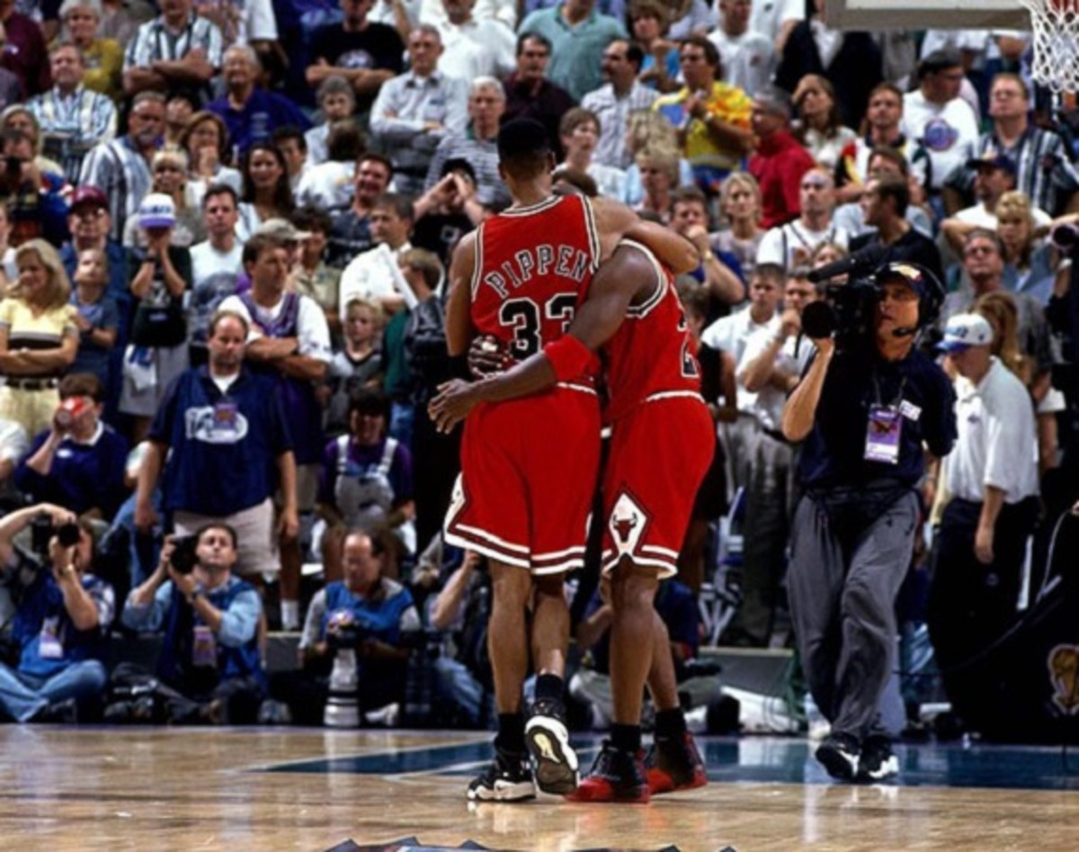 sneaker-con-chicago-is-coming-to-town-with-jordans-flu-game-on-display-2