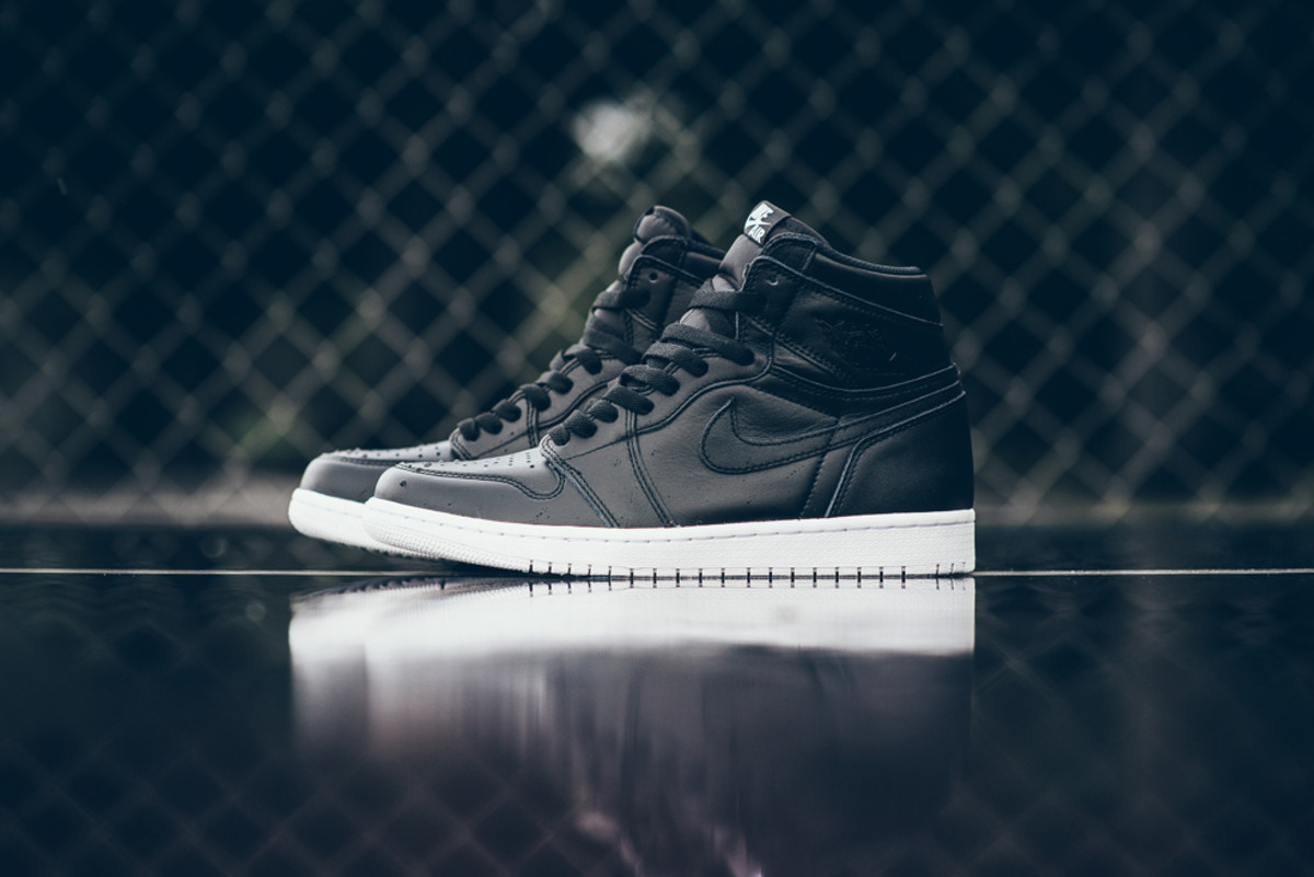 newest 87bff b2c25 This Air Jordan 1 Retro High OG Launches on Cyber Monday ...