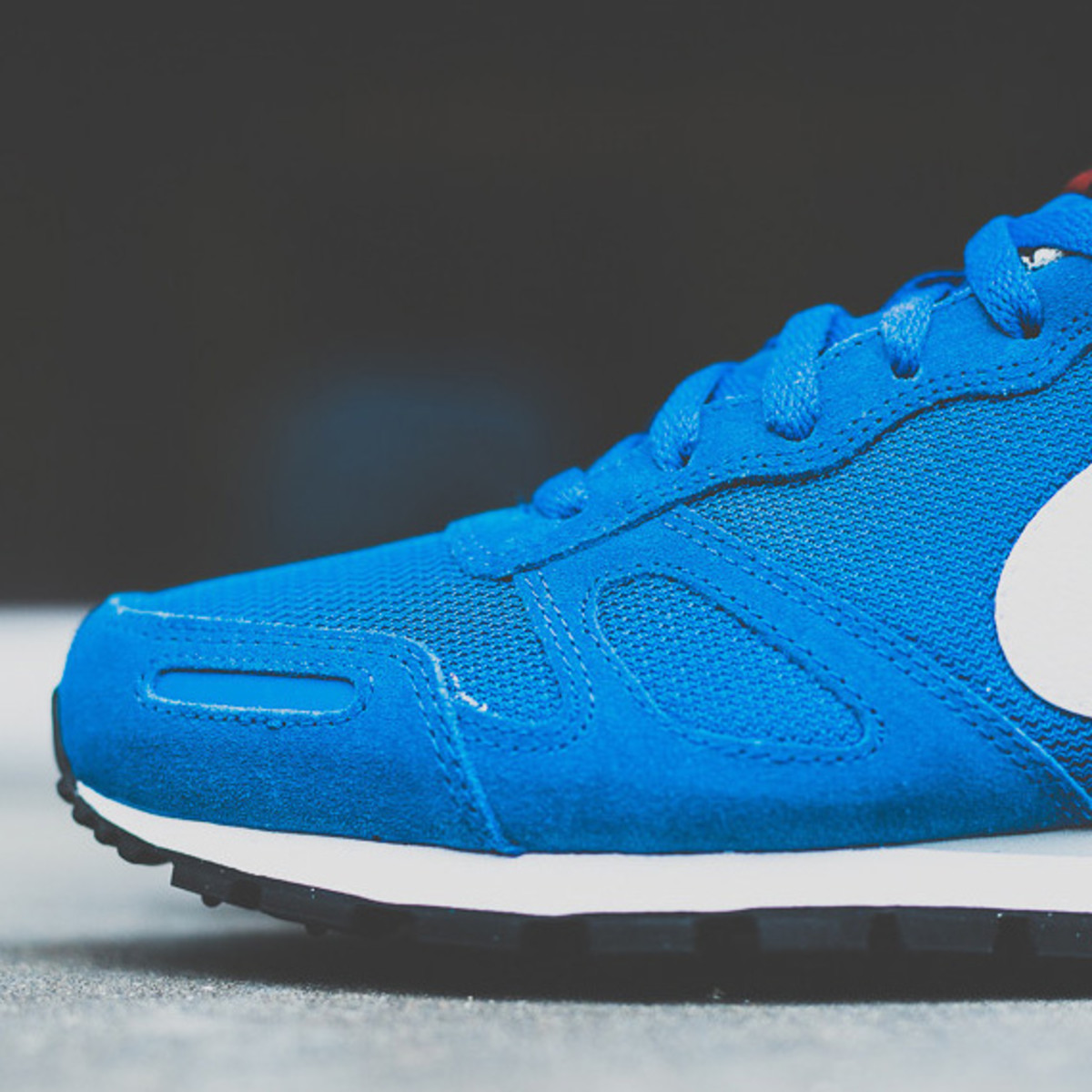 nike-air-waffle-trainer-military-blue-02a