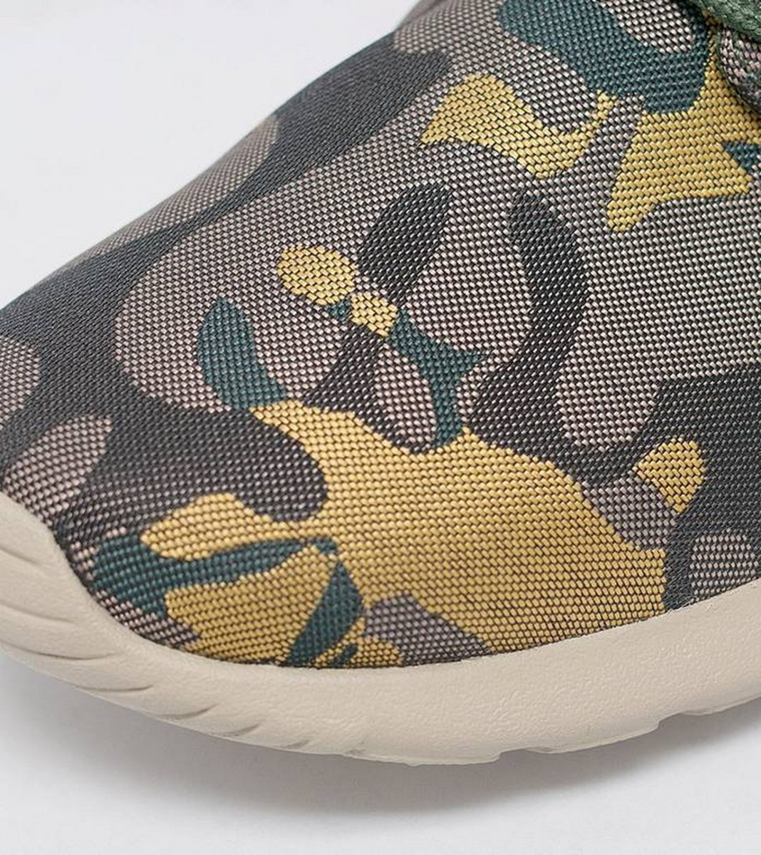 the-nike-womens-roshe-one-prm-jacquard-in-desert-camo-3